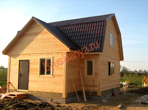Возвели деревянный брусовой дом 6х9 под Выбогом